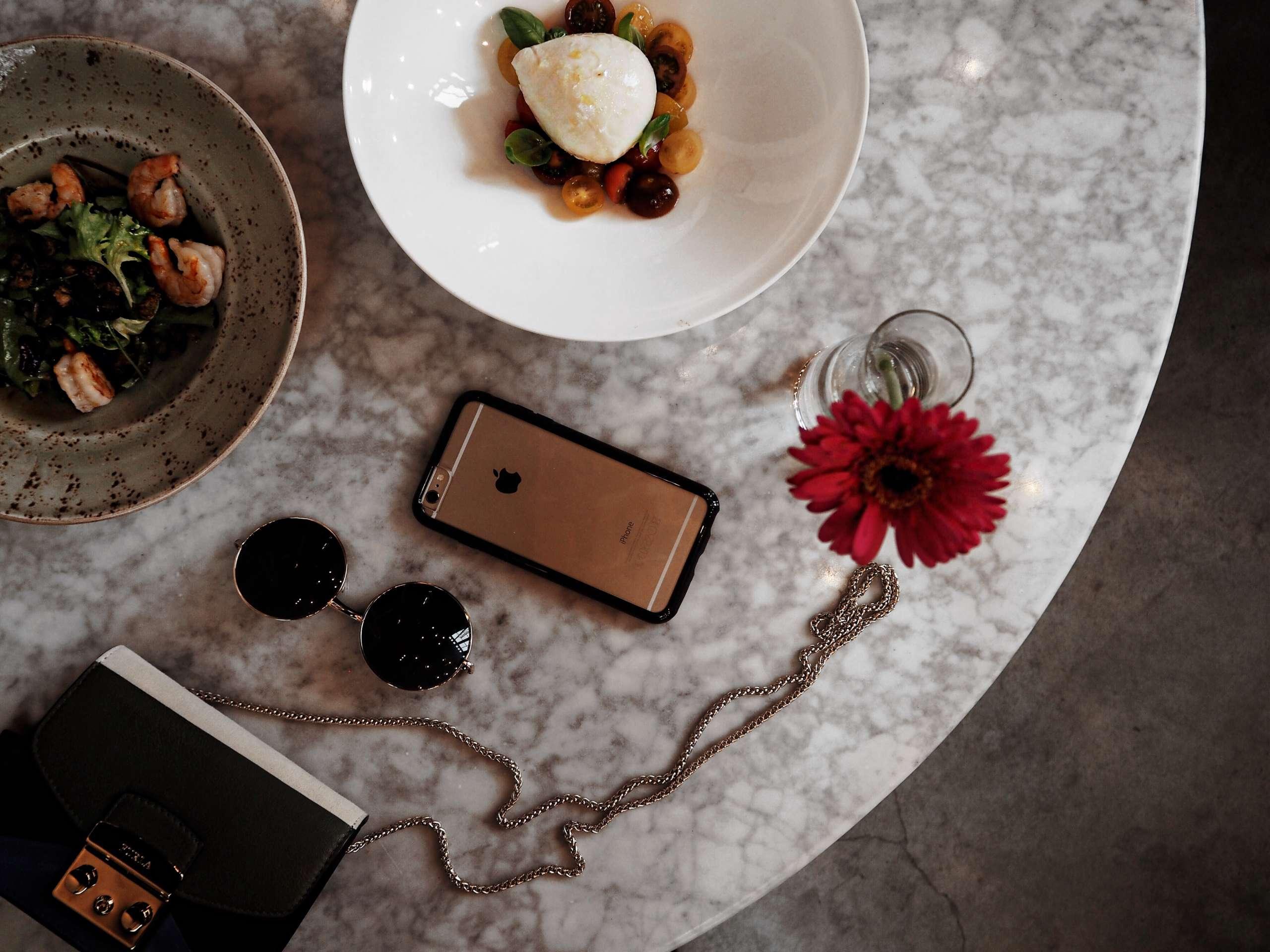 amsterdam-furla-mini-bag-remise47-restaurant-review-round-sunglasses-zerouv-otterbox-phone-case