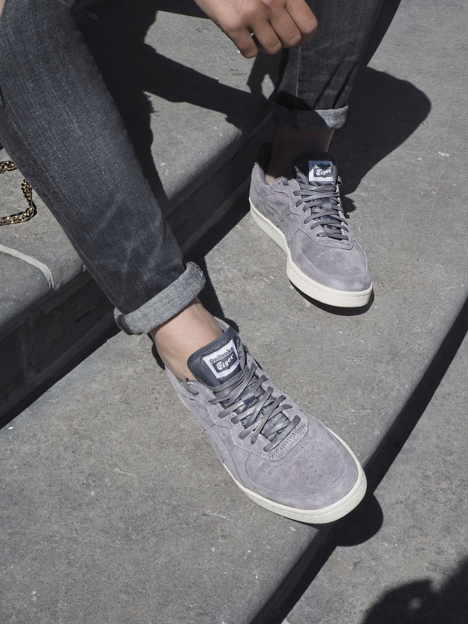 citizen-of-humanity-colmar-crossover-bag-grey-jeans-grey-sneakers-Jewelry-by-Ad-onitsuka-tiger-ripped-jeans-round-sunglasses-skinny-jeans-stripes-sweater-the-rubs-tommy-hilfiger-zero-uv