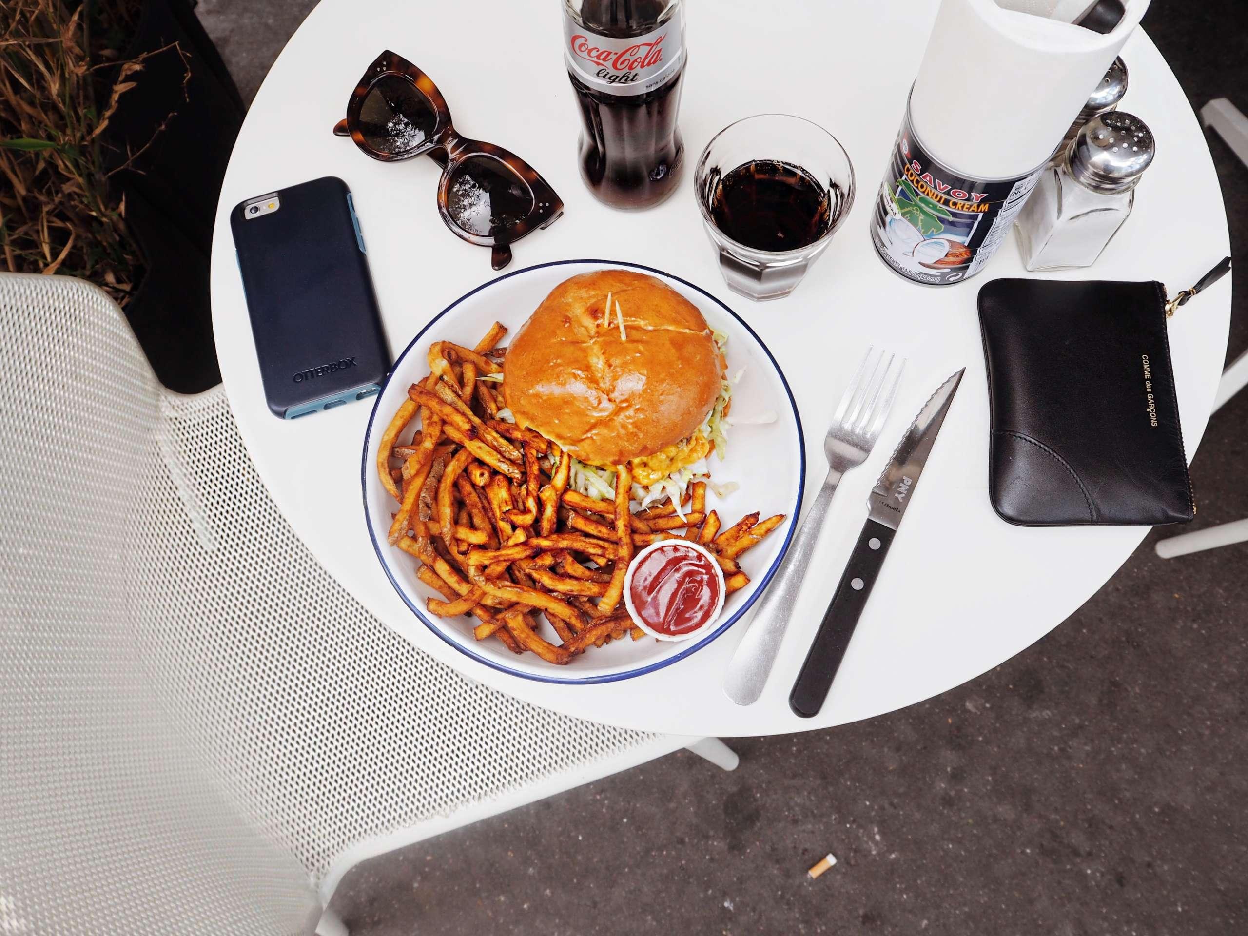 amorino-anine-bing-paris-blogger-paris-guide-cafe-charlot-paris-colourfu-lrebel-grey-sweater-trend-otterbox-paris-guide-perchoir-du-marais-pny-hamburgers-the-broken-arm-paris-tommy-hilfiger