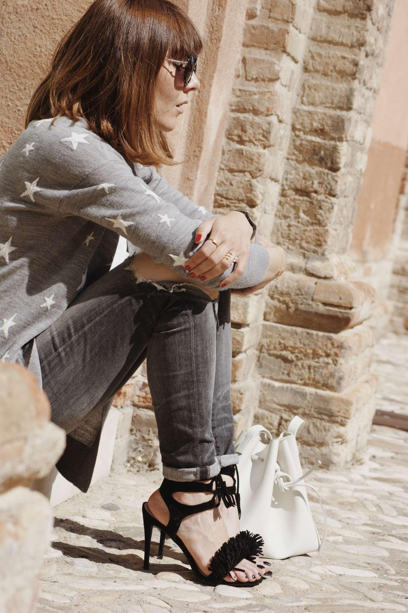 bucket-bag-cardigan-citizenofhumanity-cluse-janekoenig-JewelrybyAd-lancaster-LollysLaundry-LuckyEyes-PUBLIC-DESIRE-skinny-jeans-star-print-stiletto-heels-stylebutler-zerouv