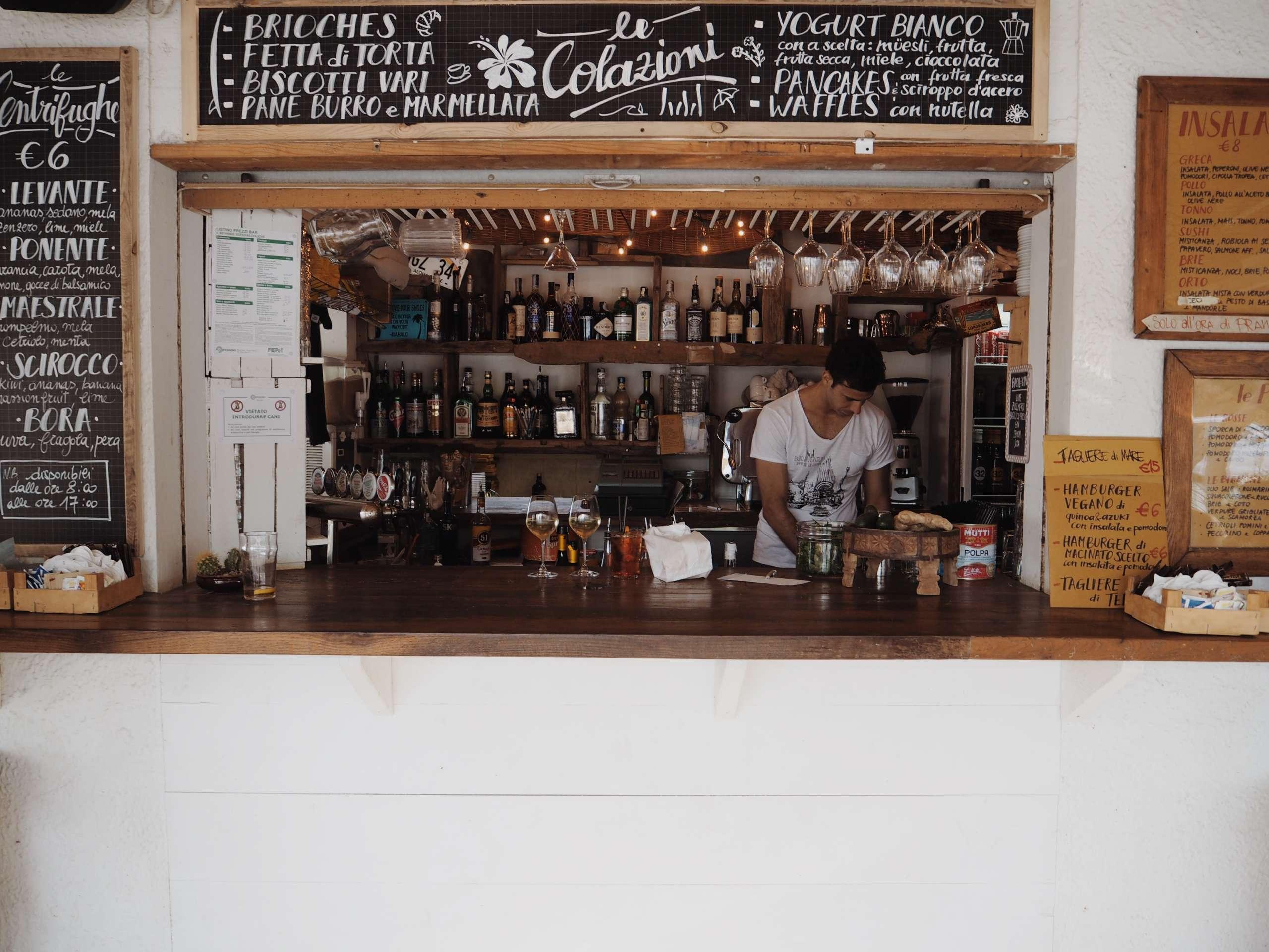 baretto-marina-romea-beach-club-hoodie-Italy-laura-gravestock- nicole-vienna-onepiece-otterbox-phone-case-summer
