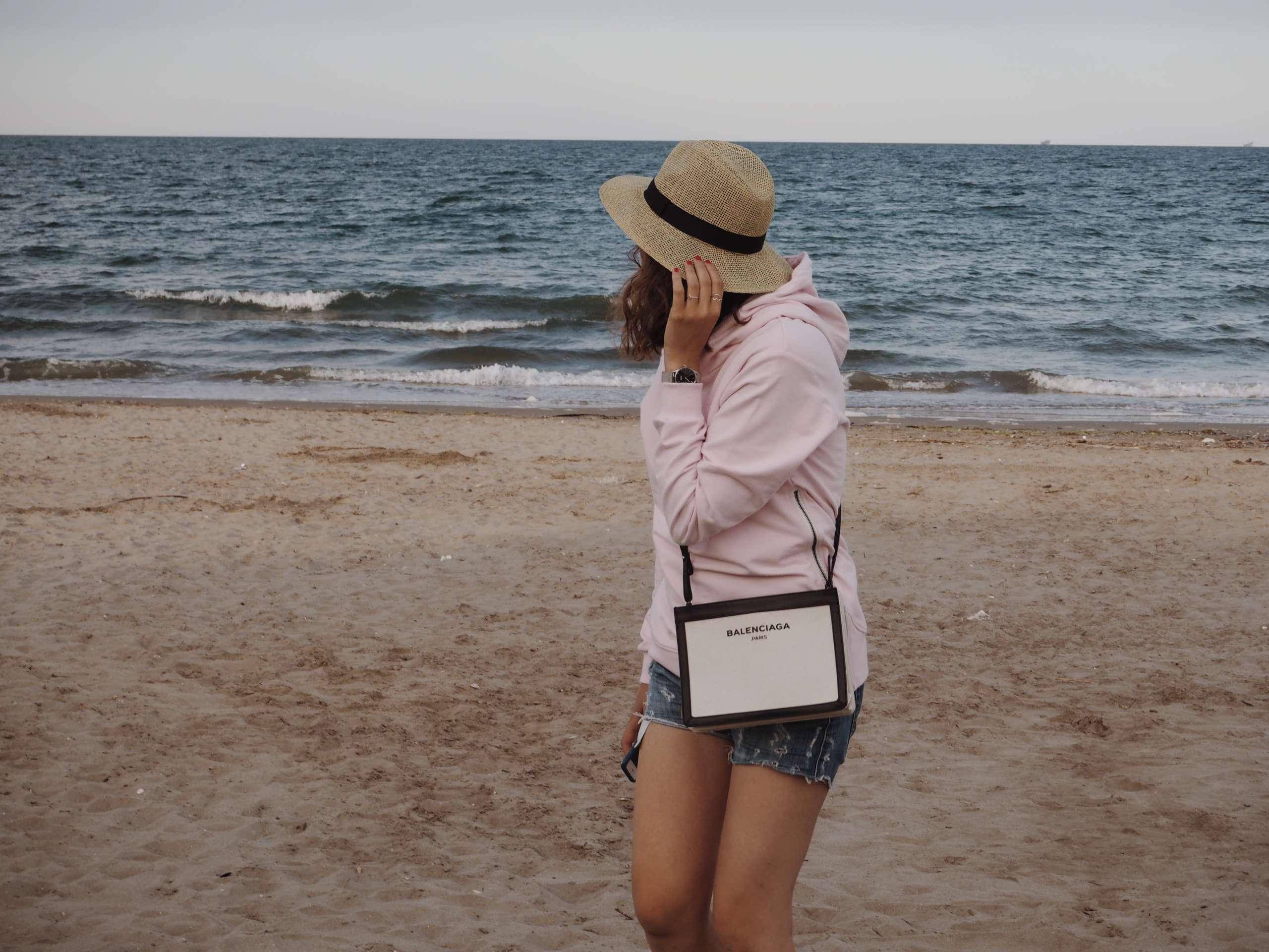 baretto-marina-romea-beach-club-hoodie-Italy-laura-gravestock- nicole-vienna-onepiece-otterbox-phone-case-summer-balenciaga