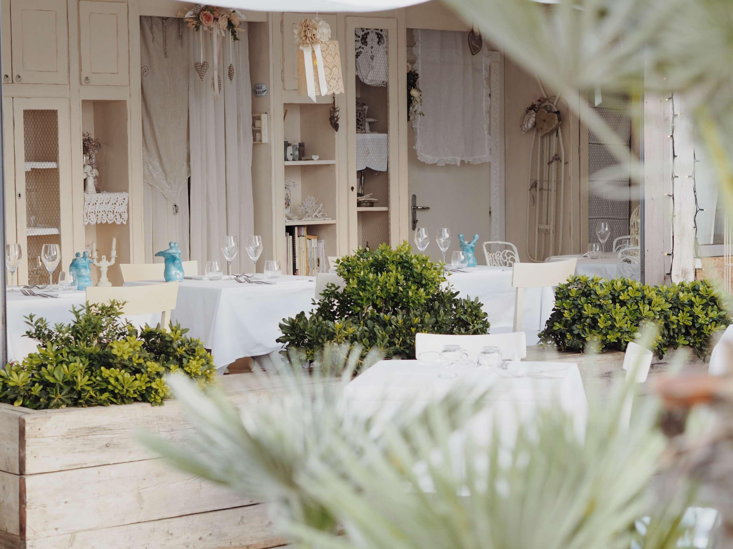sol-y-mar-riccione-beach-Eksept-Italy-otterbox-phone-case-summer-gucci-won hundred